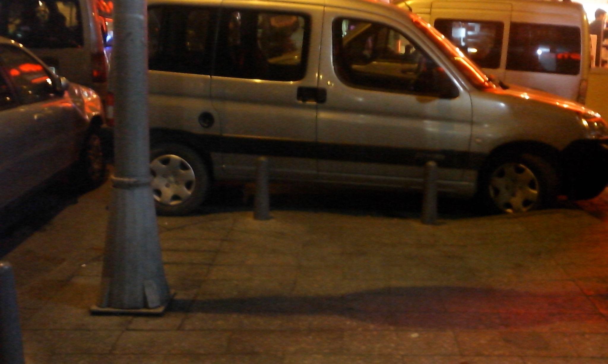 xA0GYX - Ka��thane'de engelli rampas�n�n �n�ne park edilmi�! Bunlar�n yapt�g� insanl�k m�!