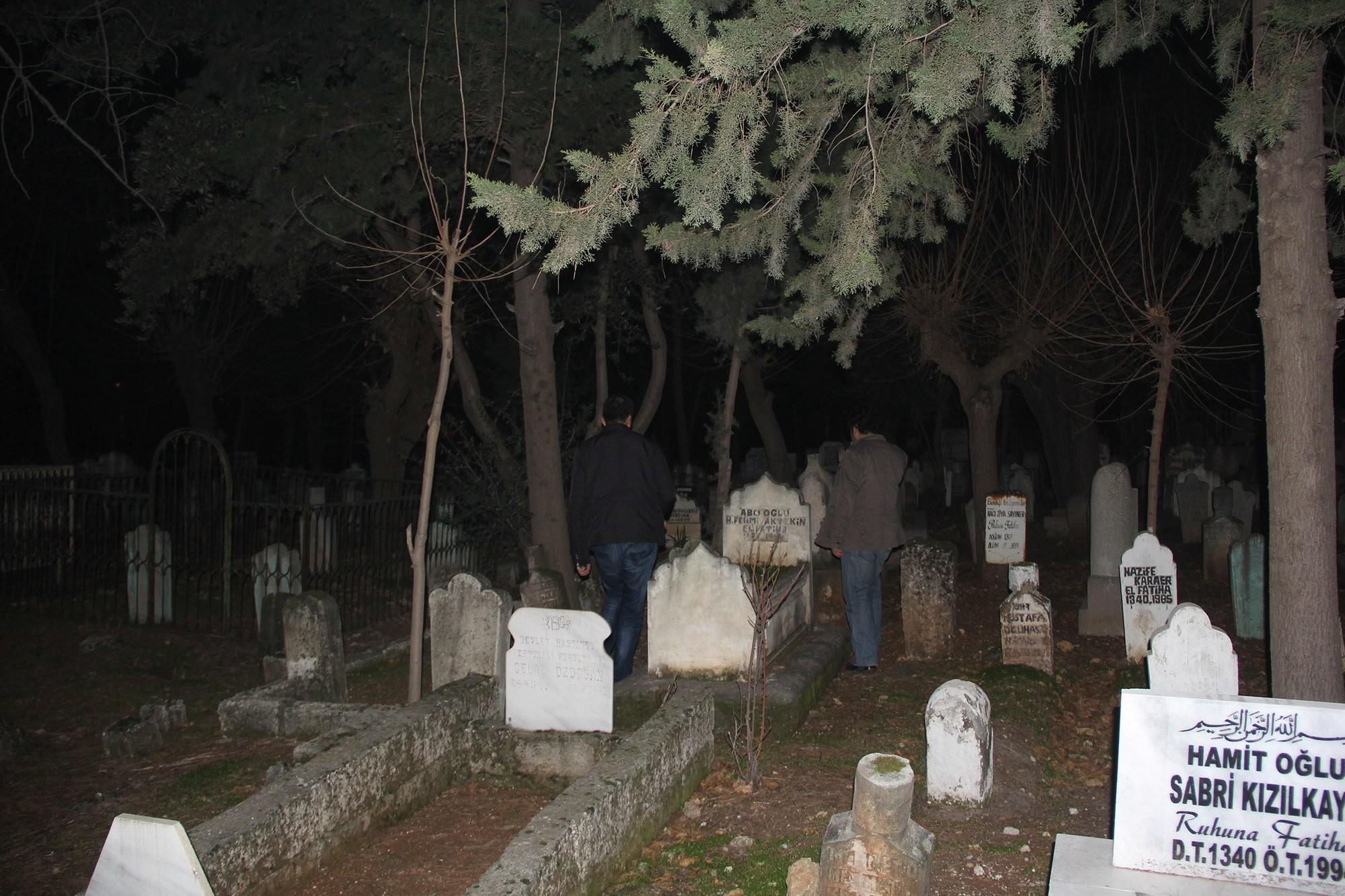 Emniyetten Mezarlıkta Operasyon